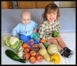 Jirka, Vojta a ovoce se zeleninou.jpg